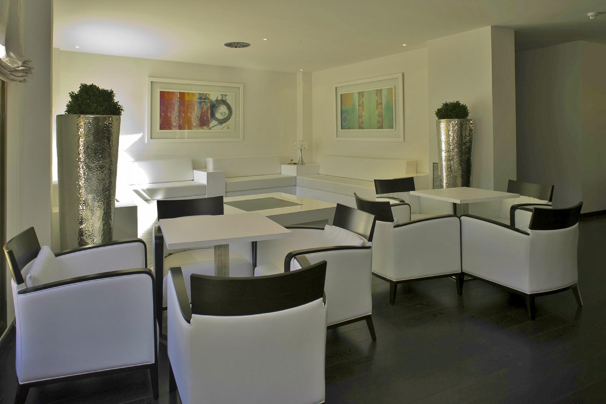 Apartamentos-y-suites-acantilado1