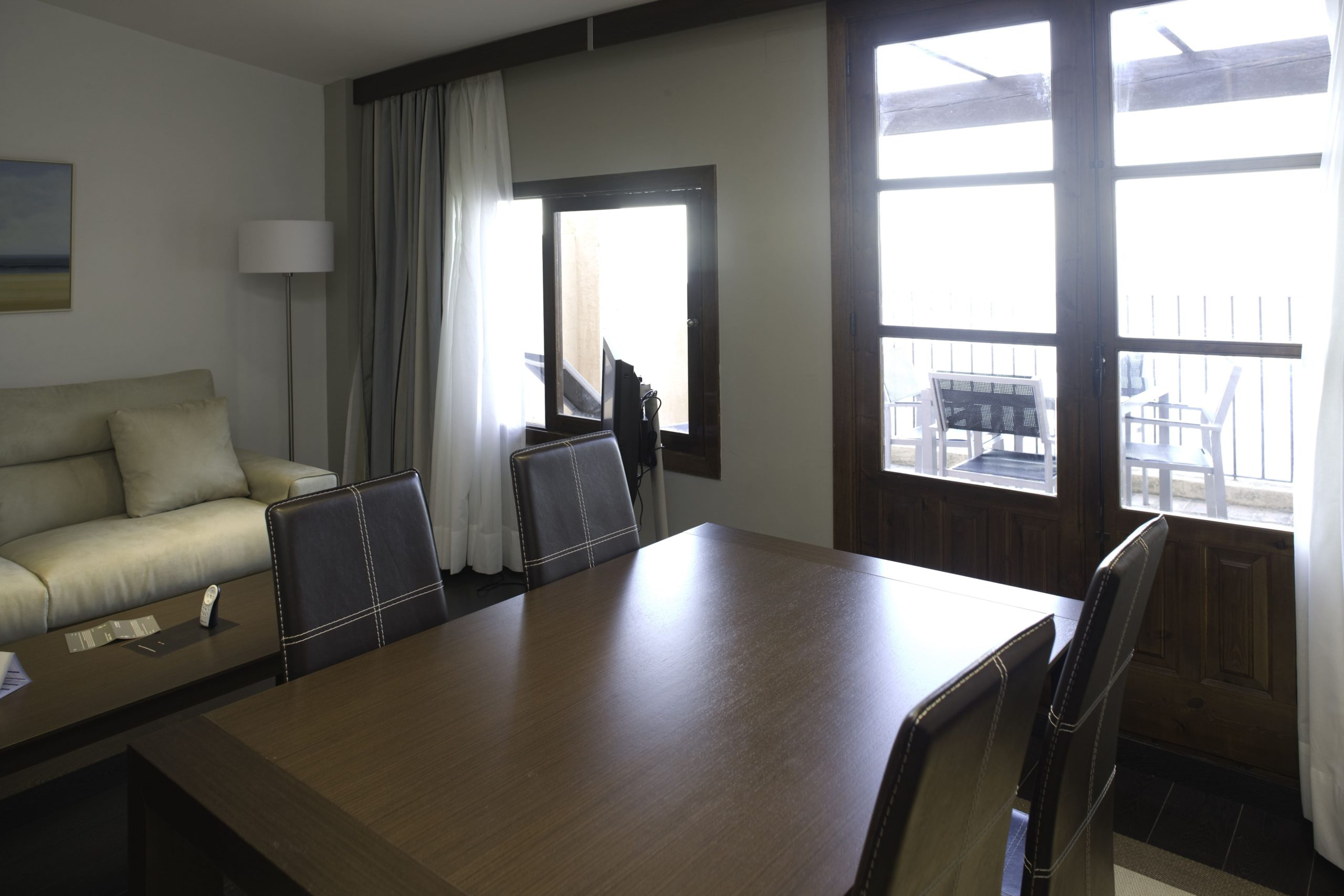 Apartamentos-y-suites-acantilado7