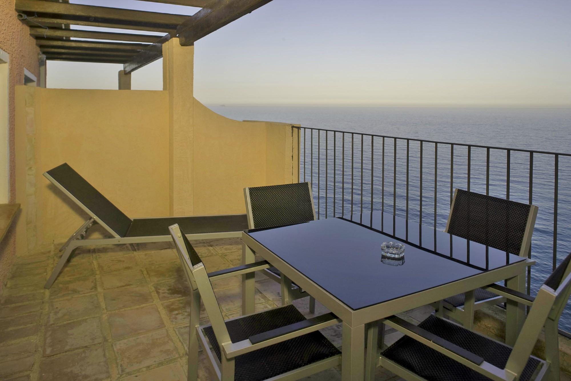Apartamentos-y-suites-acantilado8